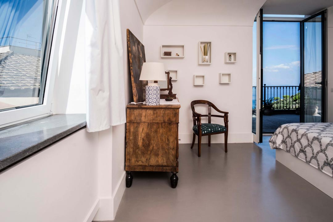 Master bedroom with access to the solarium with seaview - VILLA MARCIANO CAPRI VIEW