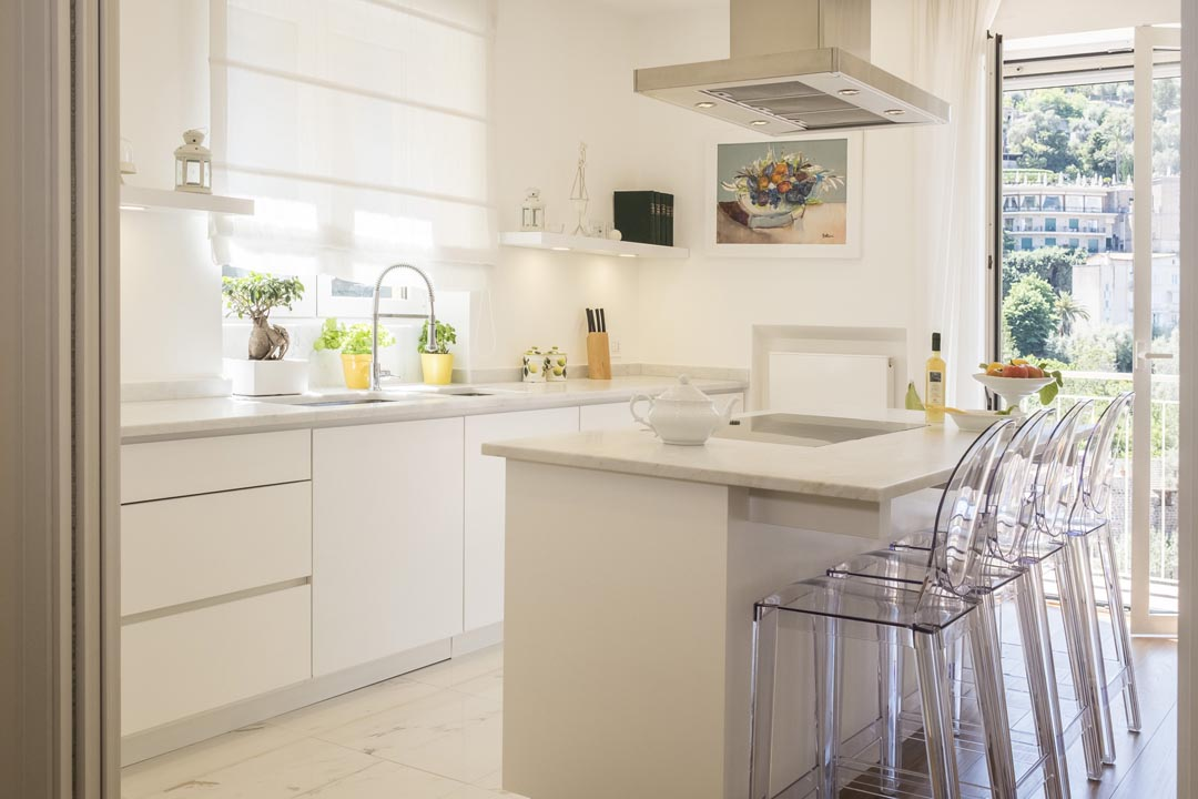 Elegant and fully equipped kitchen with balcony - MAISON LEMON