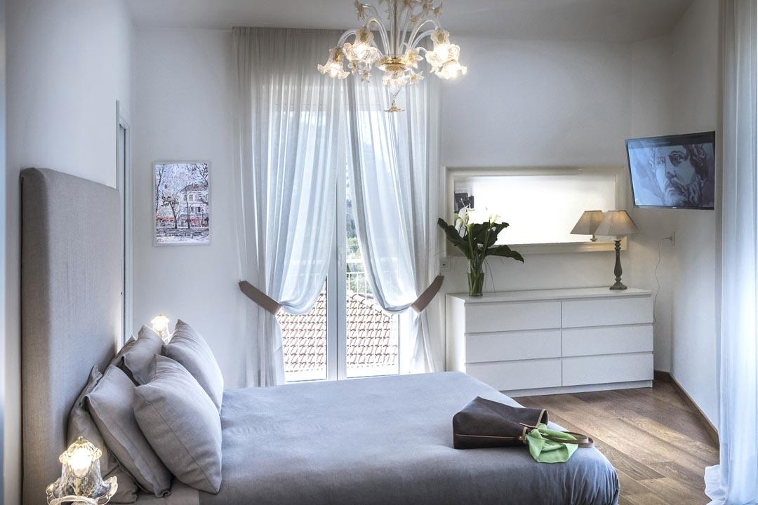 Master bedroom with balcony - MAISON LEMON