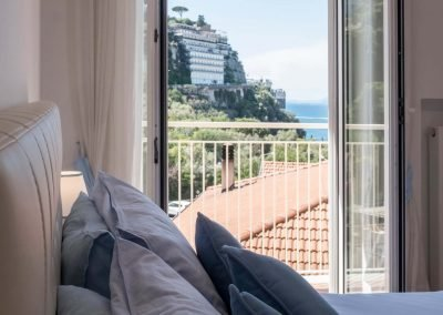 Luxury home with sea-view bedroom (3)