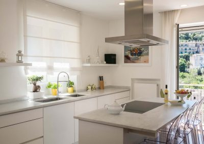 Luxury home with sea-view kitchen (2)