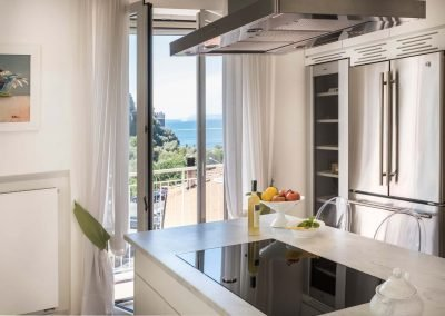 Luxury home with sea-view kitchen (3)