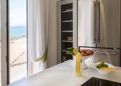 Luxury home with sea-view kitchen (7)