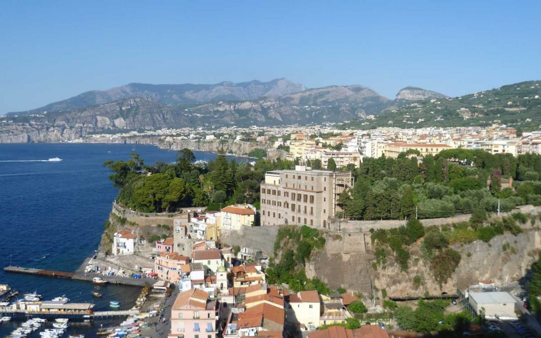 Getting the train from Sorrento to Naples – Info, timetable, fares