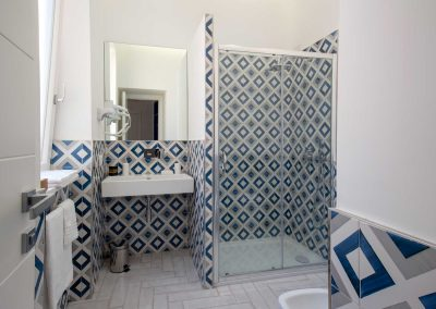 Corte's rooms blue room bathroom (1)
