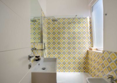 Corte's rooms yellow room bathroom (2)