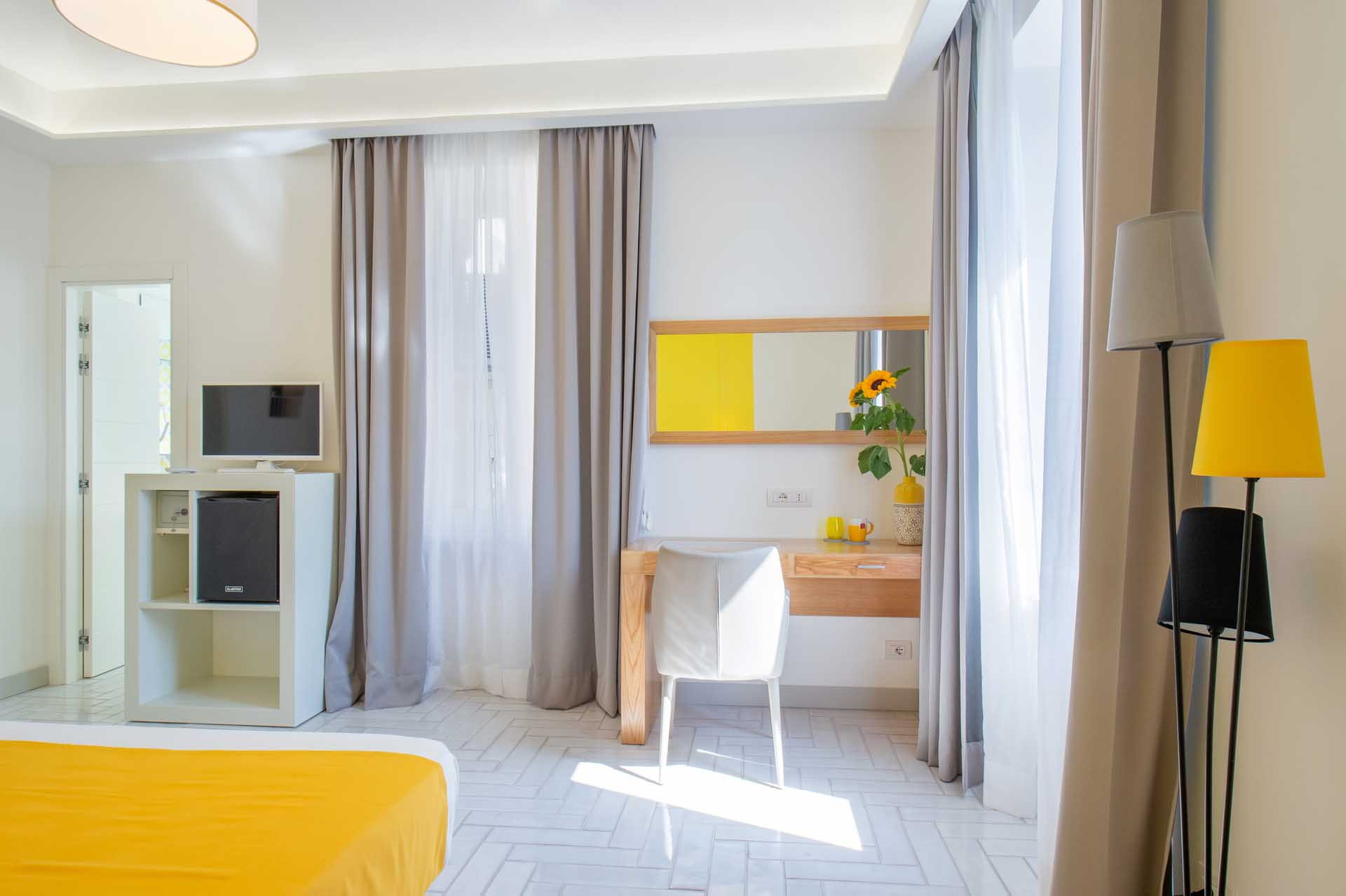 Cortes House Yellow Suite in Sorrento Old Town