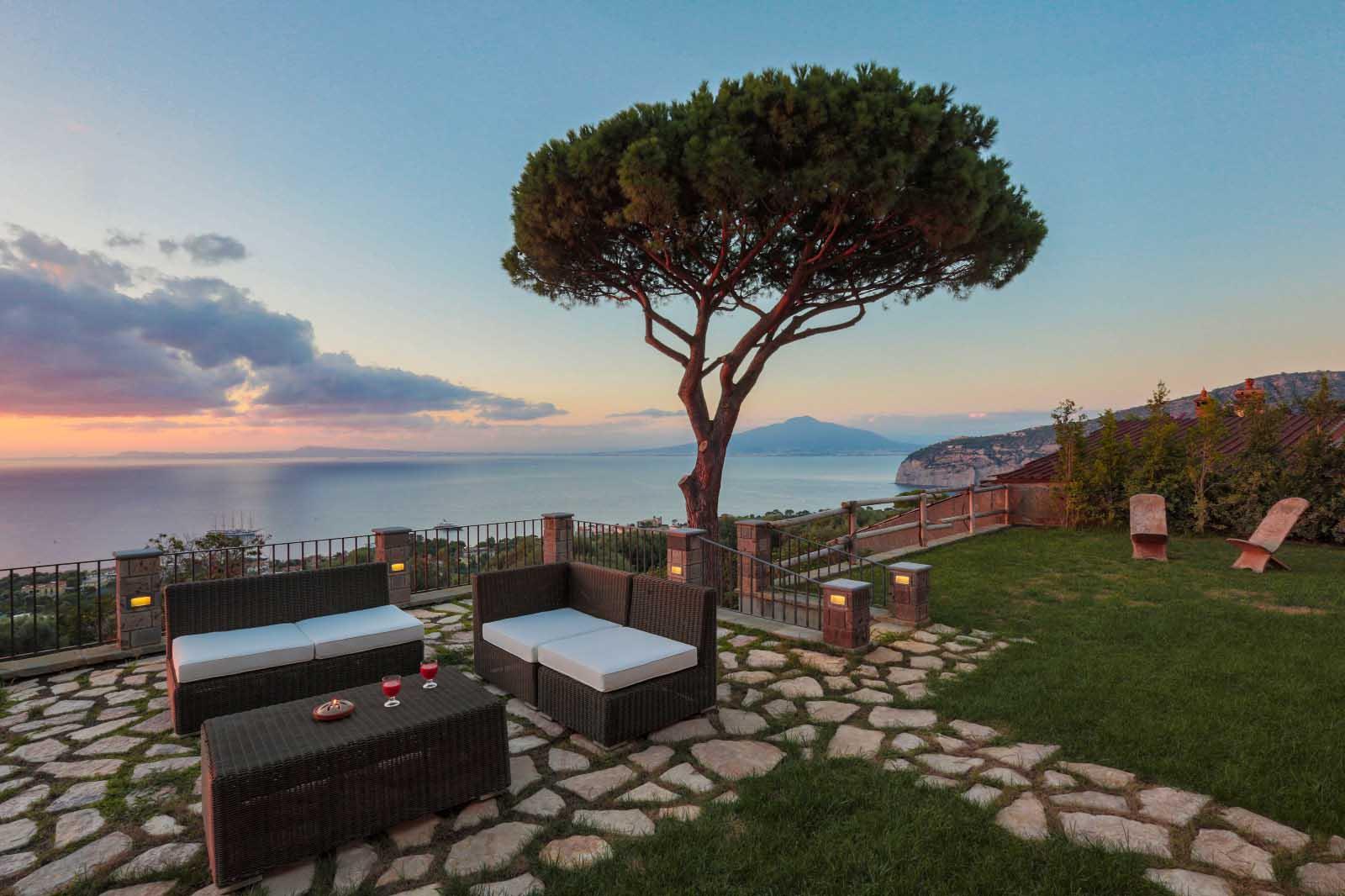 Sorrento Villa with swimming pool in April