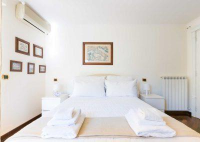 Leonelli's flat bedroom (2)