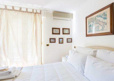 Leonelli's flat bedroom (3)