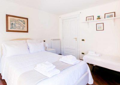 Leonelli's flat bedroom (4)