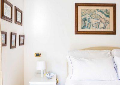 Leonelli's flat bedroom (5)