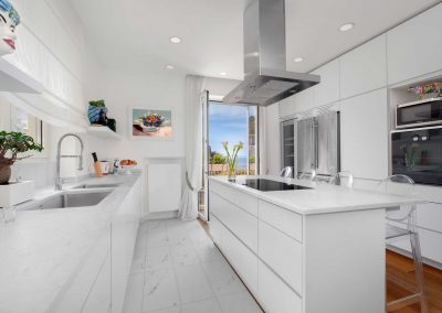 Luxury home with sea-view kitchen (4)