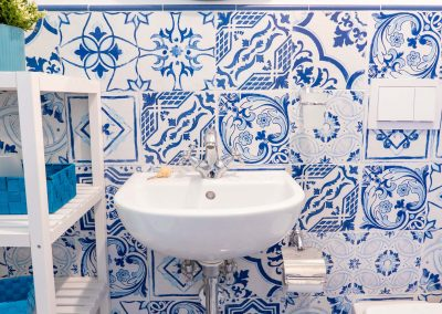 Linda's home bathroom (3)