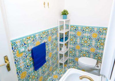Linda's home bathroom (4)
