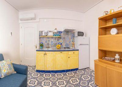 Linda's home kitchen (3)