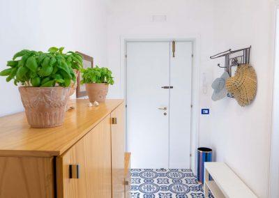 Linda's home livingroom (1)