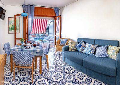 Linda's home livingroom (2)