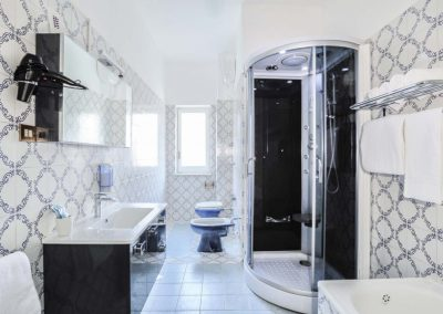 Valeria's home bathroom (2)