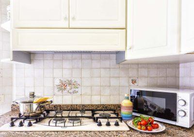 Valeria's home kitchen (2)