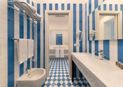 Levante apartment bathroom