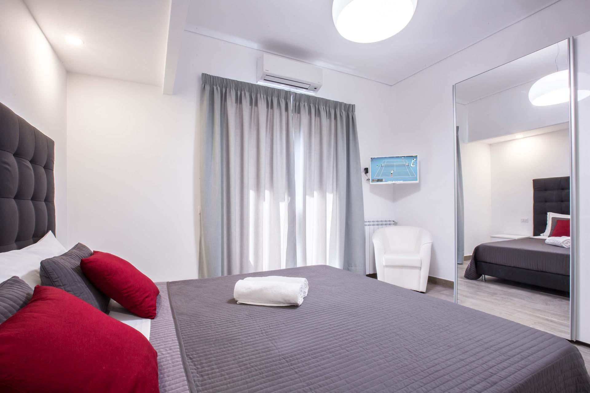 Conny's luxury maison bedroom