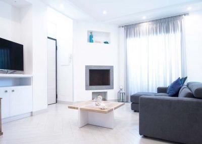 Spaciuos Villa with swimming pool in Sorrento Coast living room