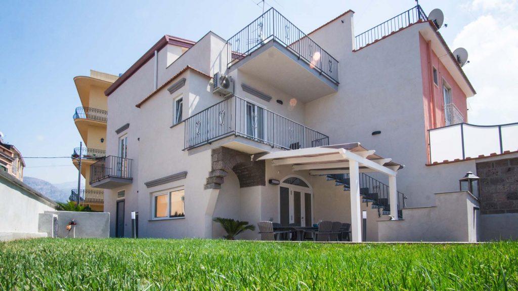 Valeria's home