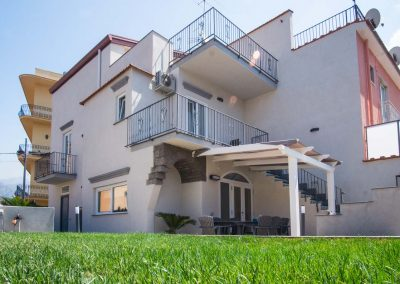 Spaciuos Villa with swimming pool in Sorrento Coast terrace