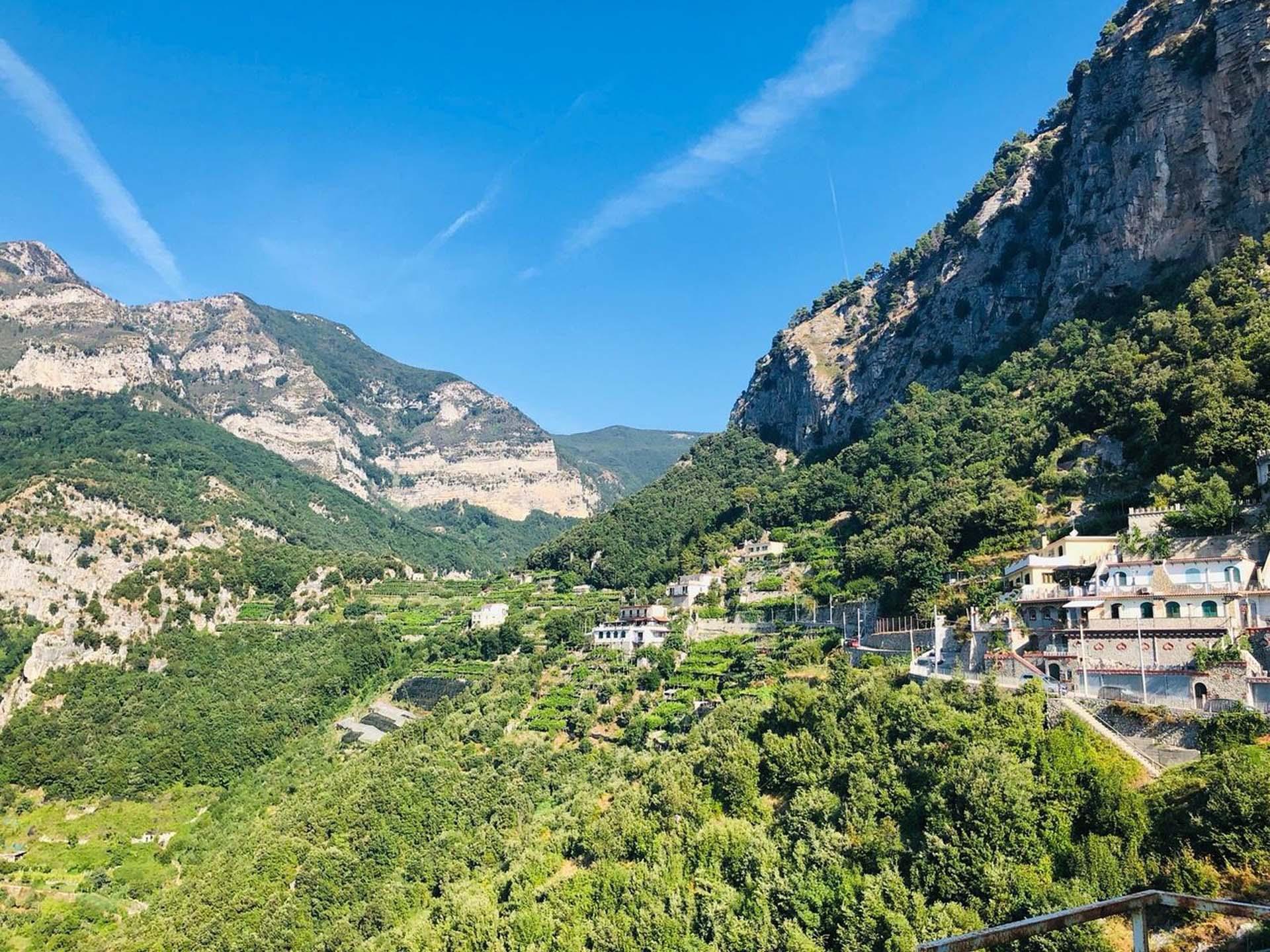 Valle Delle Ferriere Hiking Tour