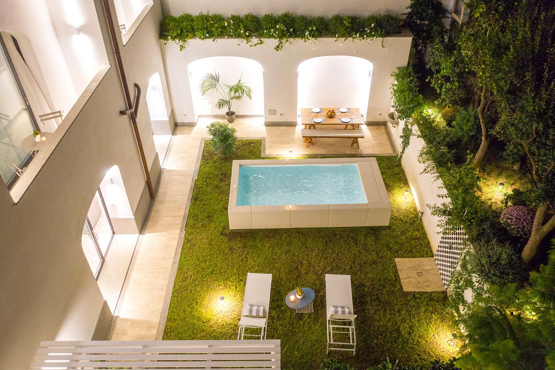 Luxury Apartment with Garden and Pool