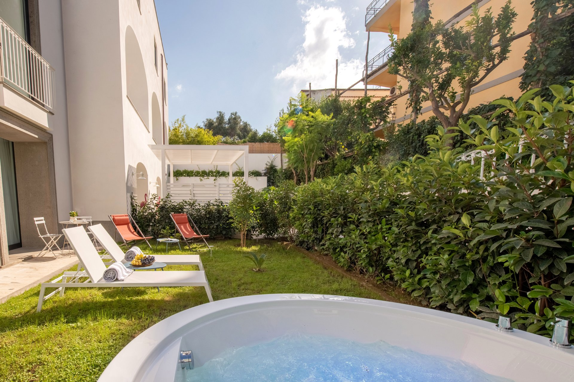 Luxury Suite with Garden and Jacuzzi Sorrento Coast