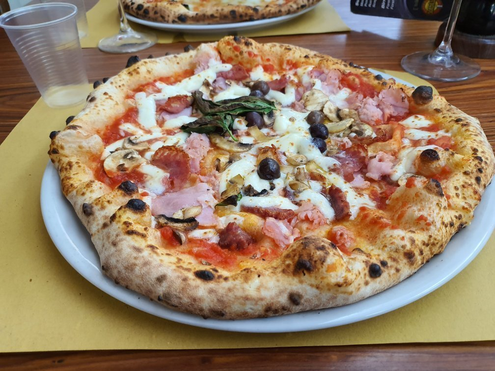 Most Authentic Places to Eat Pizza in Naples 2021